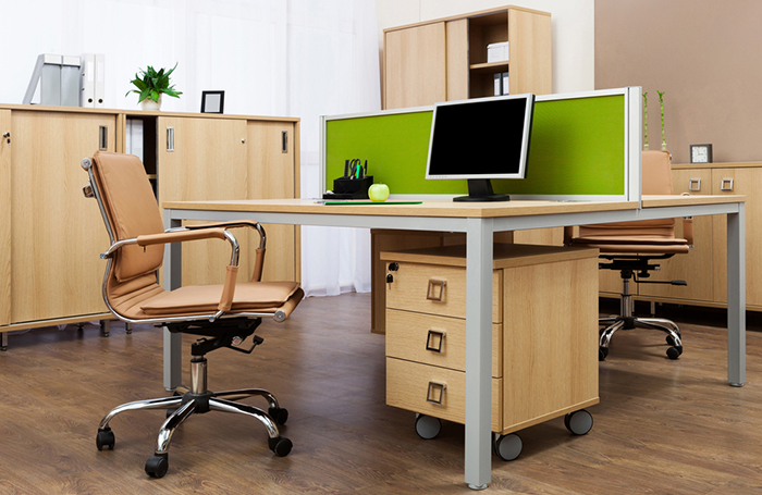 デスク周りをスッキリ整理! オフィスの机をキレイに使うテクニック