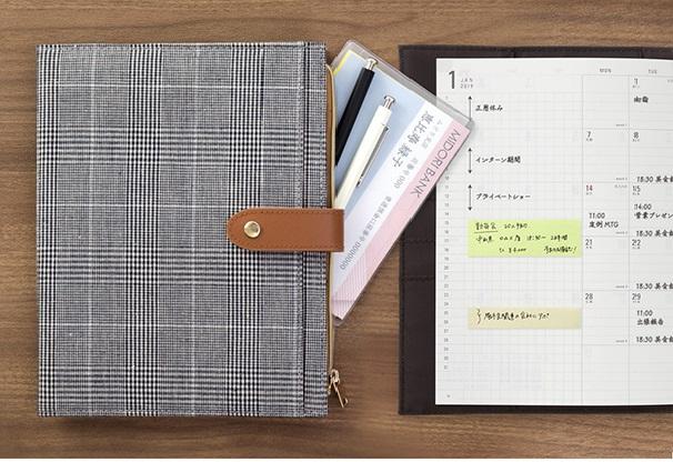 タブレットもペンも一緒に携帯!周辺グッズがまとまる手帳。